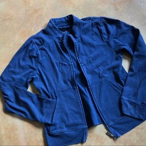 Figure-flattering fitted zip-up cotton jacket